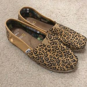 Toms National Geographic animal print flats